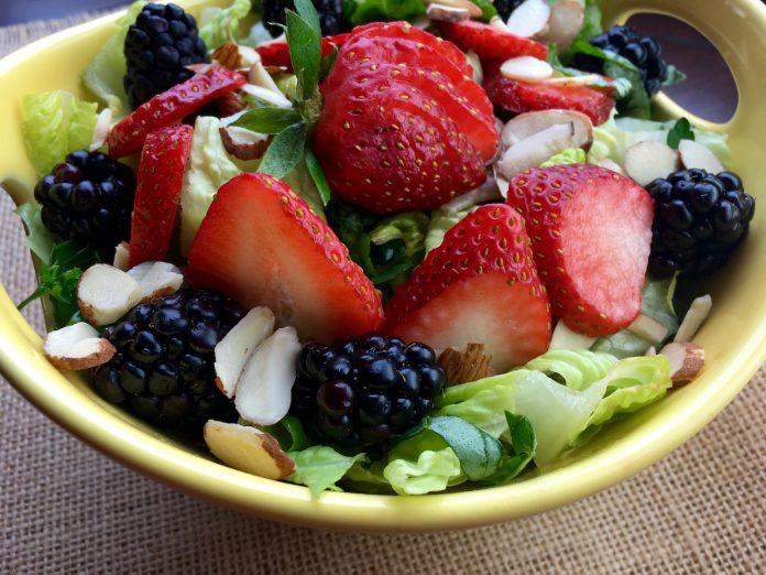 Fresh Berry Salad with Raspberry Dressing
